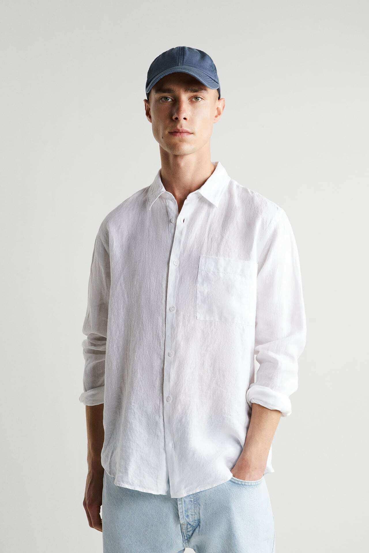 homem vestido com roupa da Zara