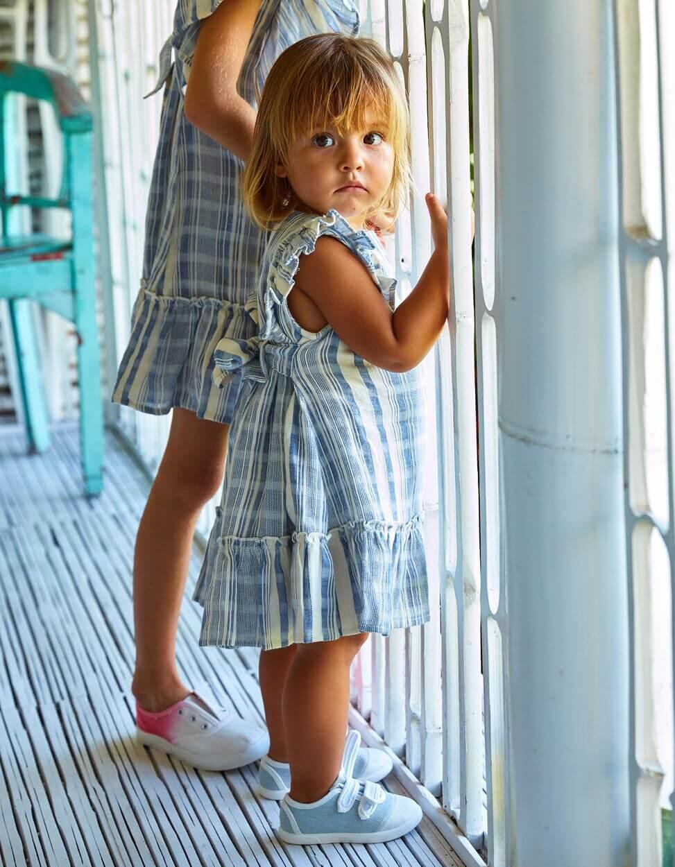 criança com roupa da zippy